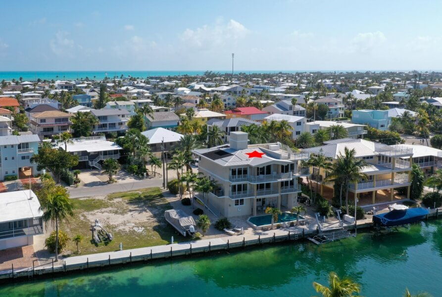 aerial view of oceanfront homes in islamorada